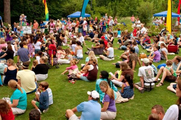 einstein-events-event-management-cairns-port-douglas-carnivals-festivals-school-fetes-community-cultural-twilight-shows-fairs-pyrotechnics-christmas-Concert-crowd